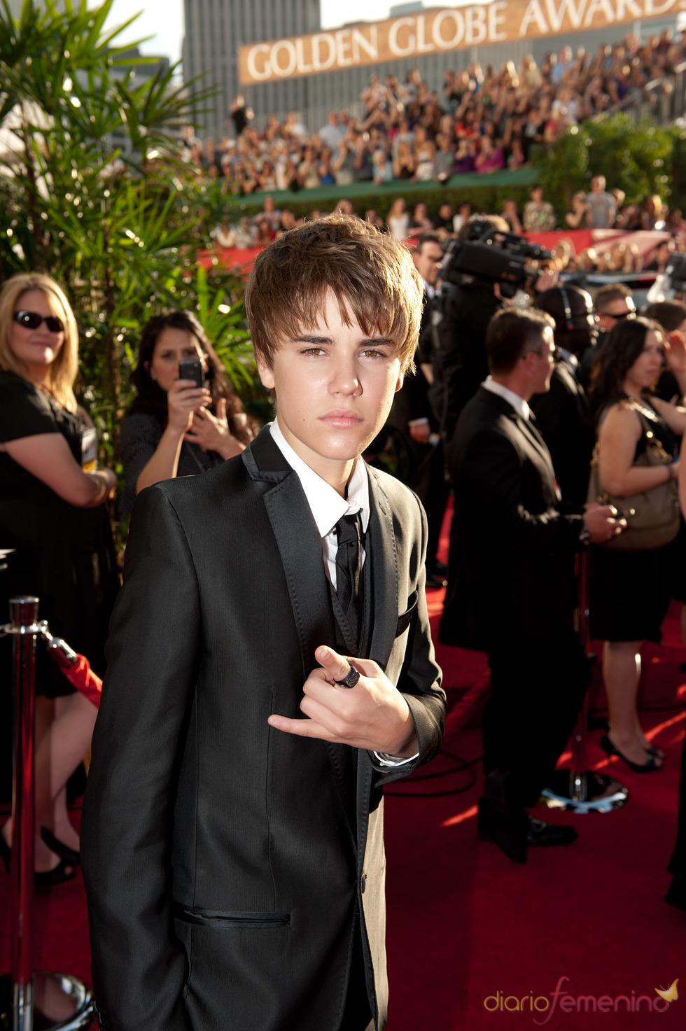 Justin Bieber a su llegada a los Globos de Oro 2011