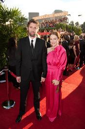 Julianne Moore con Bart Freundlich en los Globos de Oro 2011