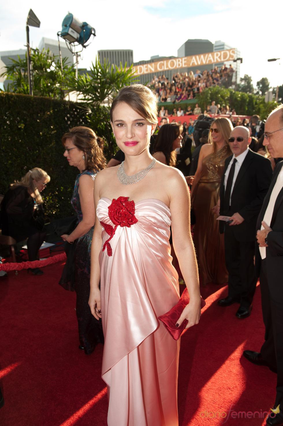 Natalie Portman en la alfombra roja de los Globos de Oro 2011