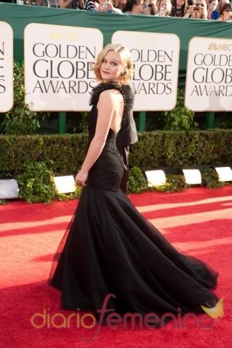 Julia Stiles, de 'Dexter' en la ceremonia de los Globos de Oro 2011