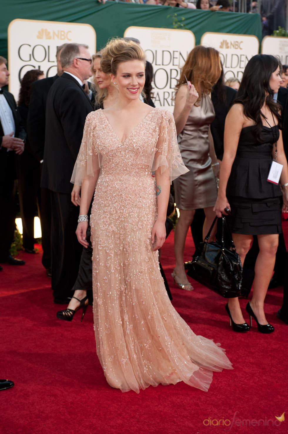 Scarlett Johansson en la alfombra roja de los Globos de Oro 2011
