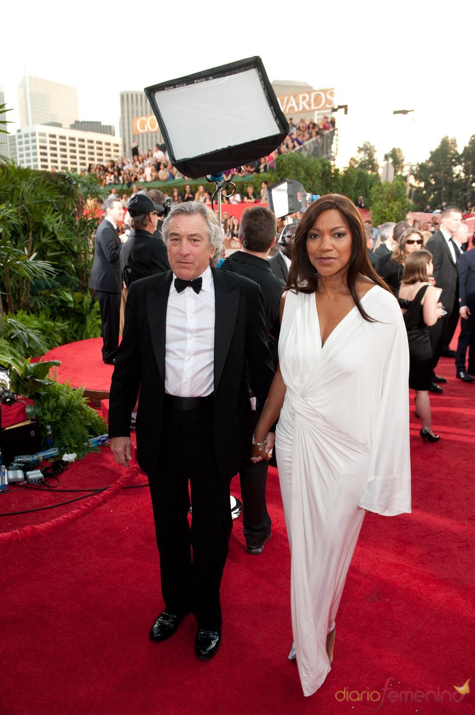 Robert De Niro y Grace Hightower en los Globos de Oro 2011