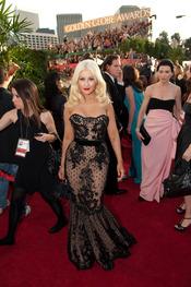 Christina Aguilera en la alfombra roja de los Globos de Oro 2011
