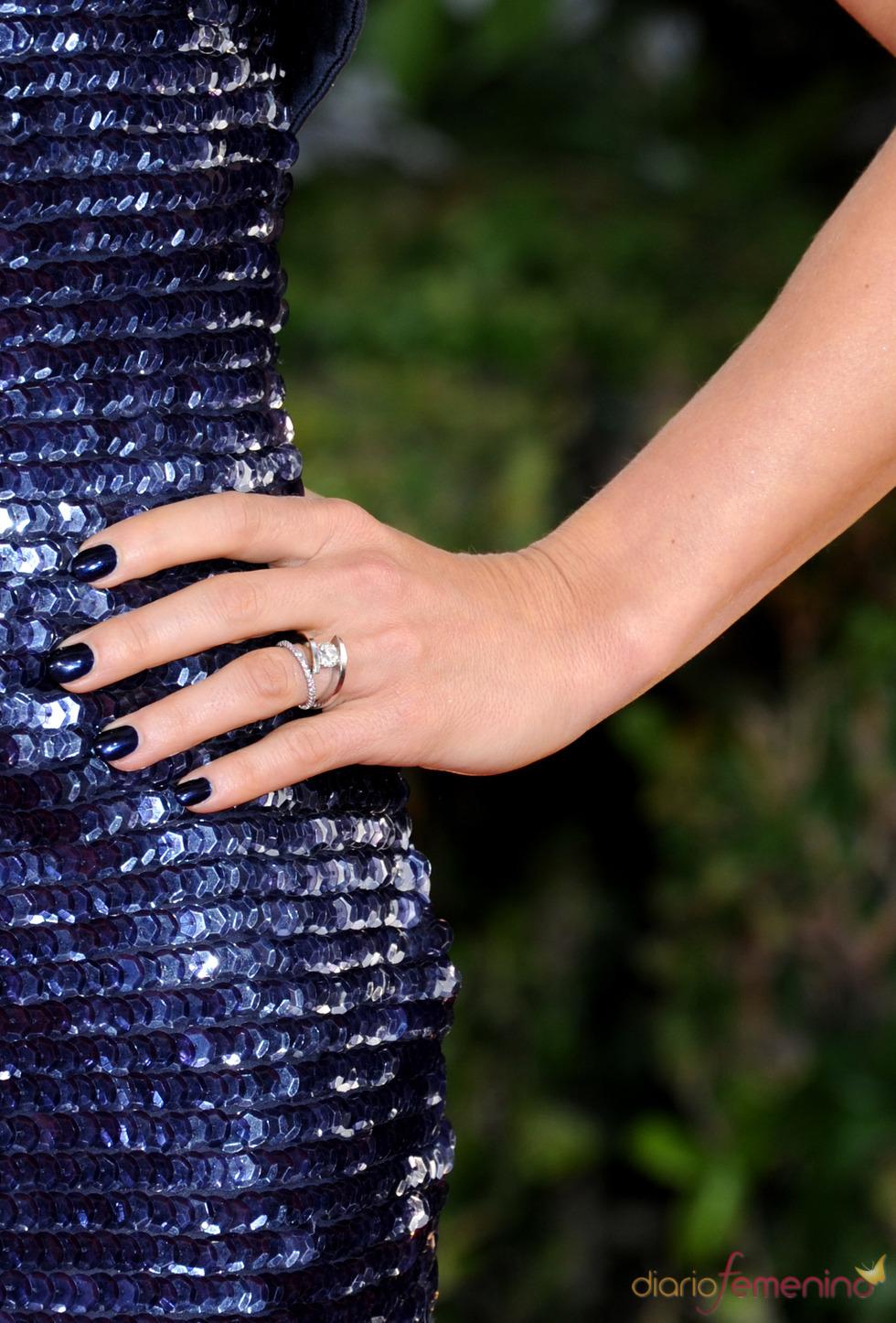 Elsa Pataky presume de anillo de casada en los Globos de Oro 2011
