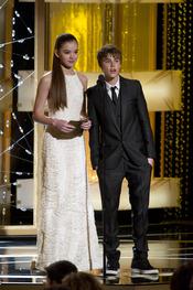 Justin Bieber y Hailee Steinfeld presentadores en los Globos de Oro 2011