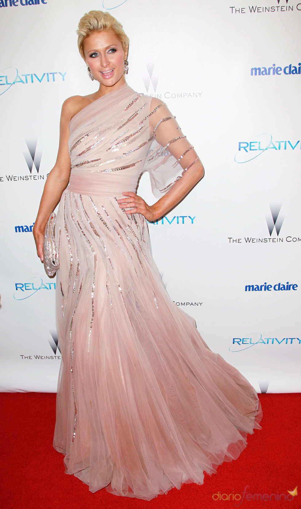 Paris Hilton en una fiesta posterior a los Globos de Oro 2011