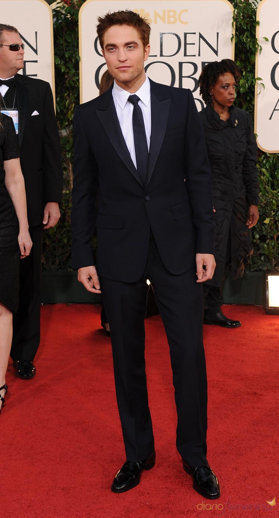 Robert Pattinson sin Kristen Stewart en los Globos de Oro 2011