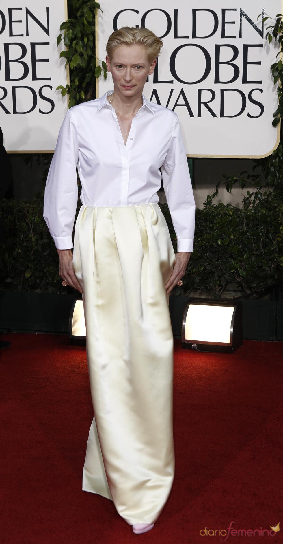 Tilda Swinton en la alfombra roja de los Globos de Oro 2011