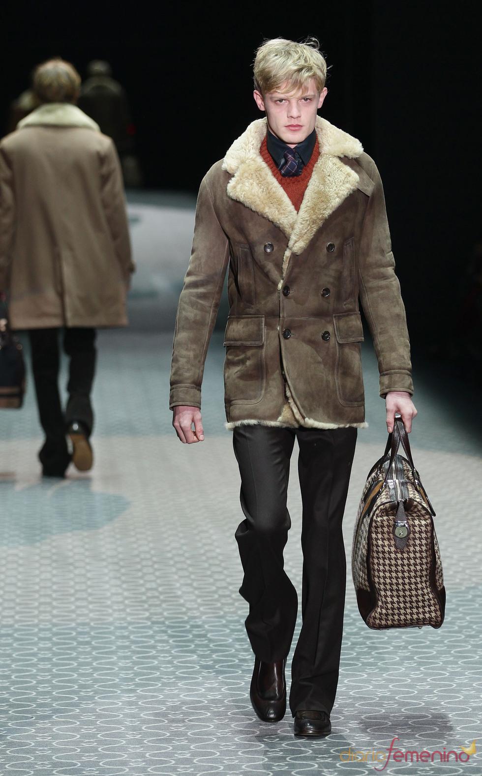 Abrigo de pelo de Gucci en la MFW A/W