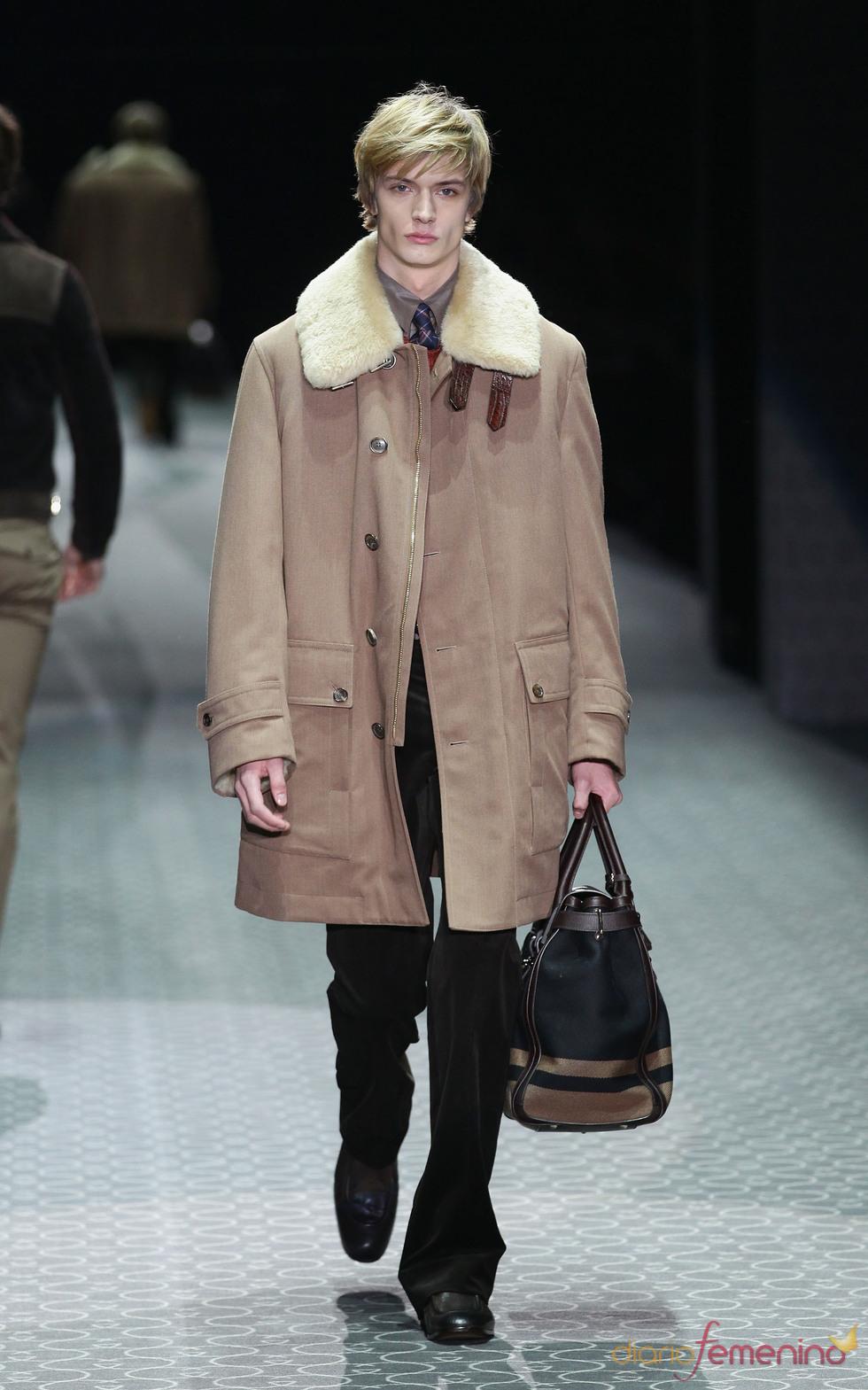 Abrigo oversize hombre de Gucci en la MFW A/W