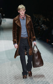 Combinación Gucci marrón para la MFW A/W