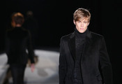 Modelo de Gucci durante la MFW A/W