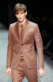 Esmoquín en tonos marrones de Gucci para la MFW A/W