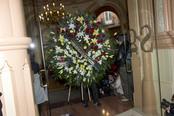 Corona de flores de Carmen Sevilla para Augusto Algueró