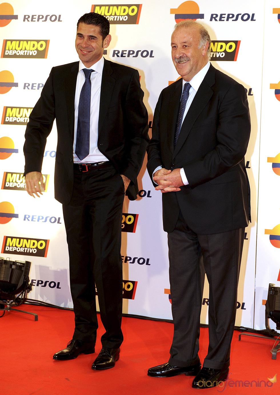 Fernando Hierro y Vicente del Bosque en la gala 'Mundo Deportivo' 2011