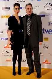 Juanjo Puigcorbé y Lola Marceli posan en los Premios Jose María Forqué 2011