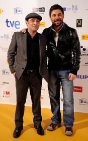 Miguel Poveda y Toni Zenet, posado de artistas