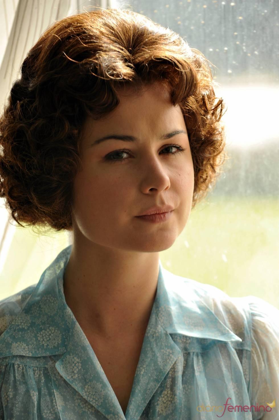 Nadia de Santiago encarna a la Reina Sofía