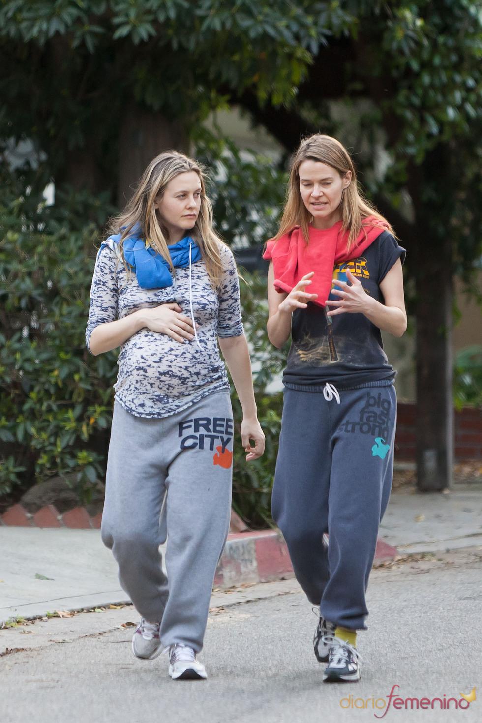 Alicia Silverstone haciendo deporte durante su embarazo