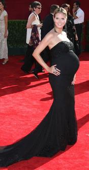Heidi Klum embarazadísma sobre la alfombra roja