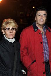 Rosa Valenti y Máximo Valverde en la misa funeral por Juanito Navarro
