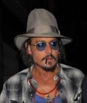 Johnny Depp, fumando por las calles de Londres