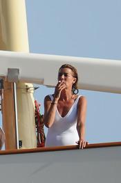 Carolina de Mónaco, fumando en alta mar