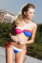 Bikini bicolor anudado en el cuello de R&S Fashion