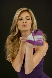 Erin Andrews, la Sara Carbonero estadounidense, imagen de calzado deportivo