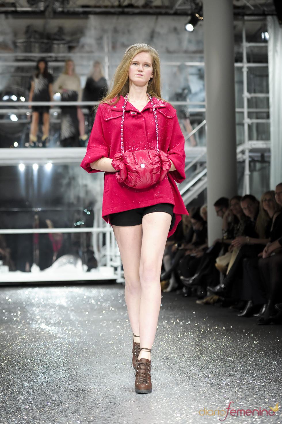 Capa fucsia de Escada en la Berlín Fashion Week 2011