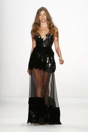 El black dress en largo y corto a la vez. Lever Couture, Berlín Fashion Week 2011