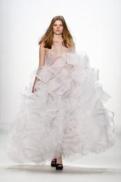 Formas innovadoras en la colección de Lever Couture en la Berlín Fashion Week 2011