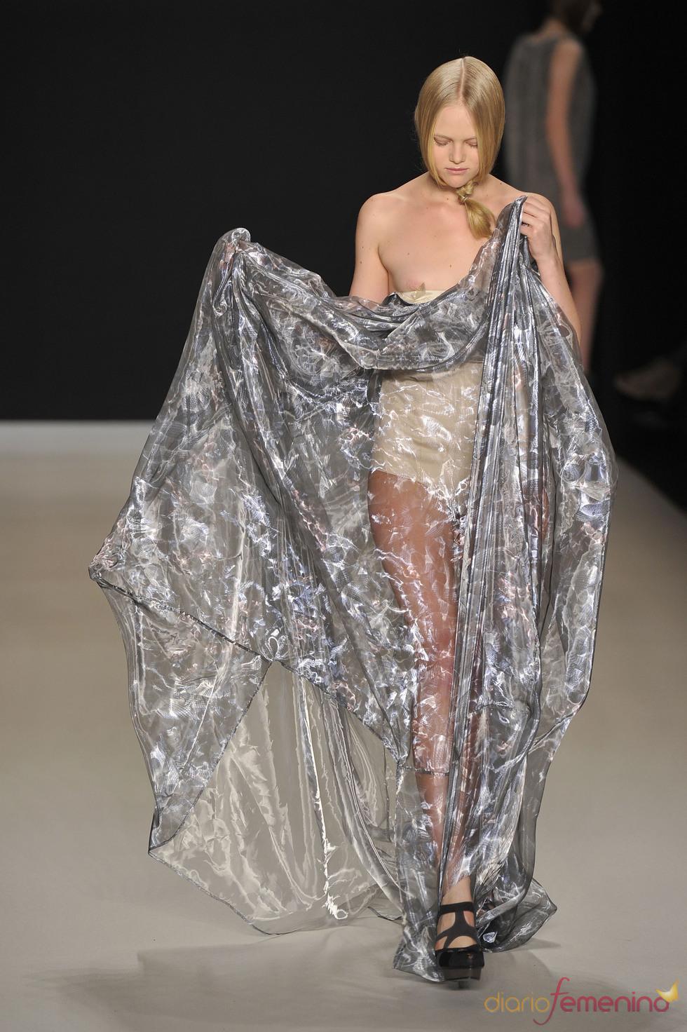 Diseños, a veces, imposibles de llevar por las modelos en la Berlín Fashion Week 2011. Tomaszewski