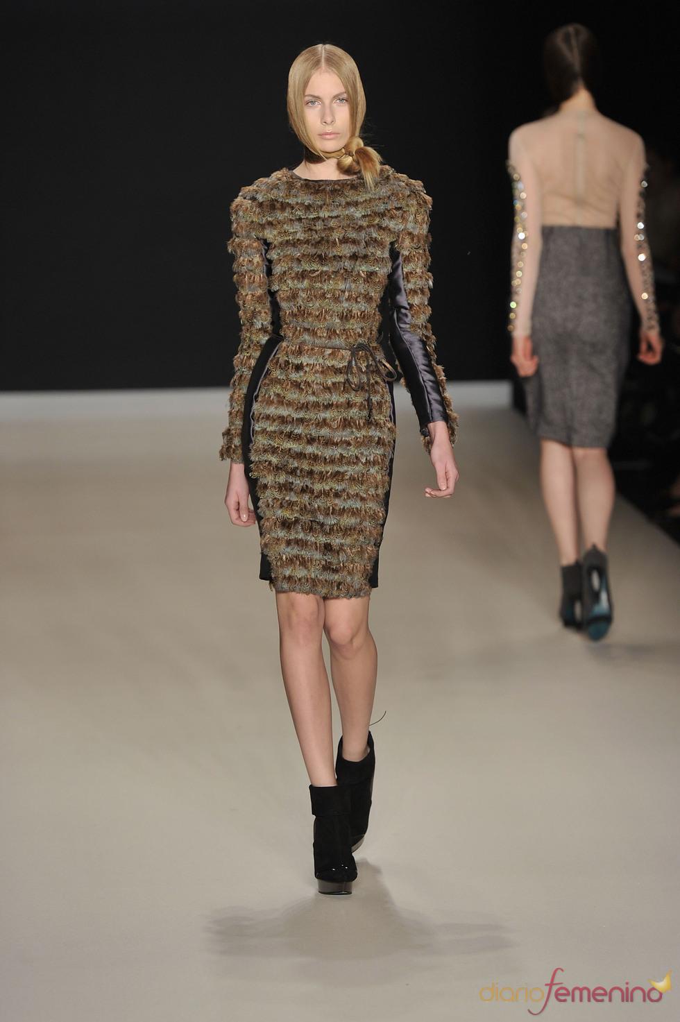 Vestido invernal de Tomaszewski en la Berlín Fashion Week 2011