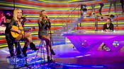 Patricia Conde y Berta Collado despiden a Ángel Martín cantando