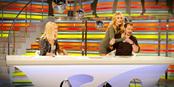 Berta Collado y Patricia Conde besan a Ángel Martín en su despedida