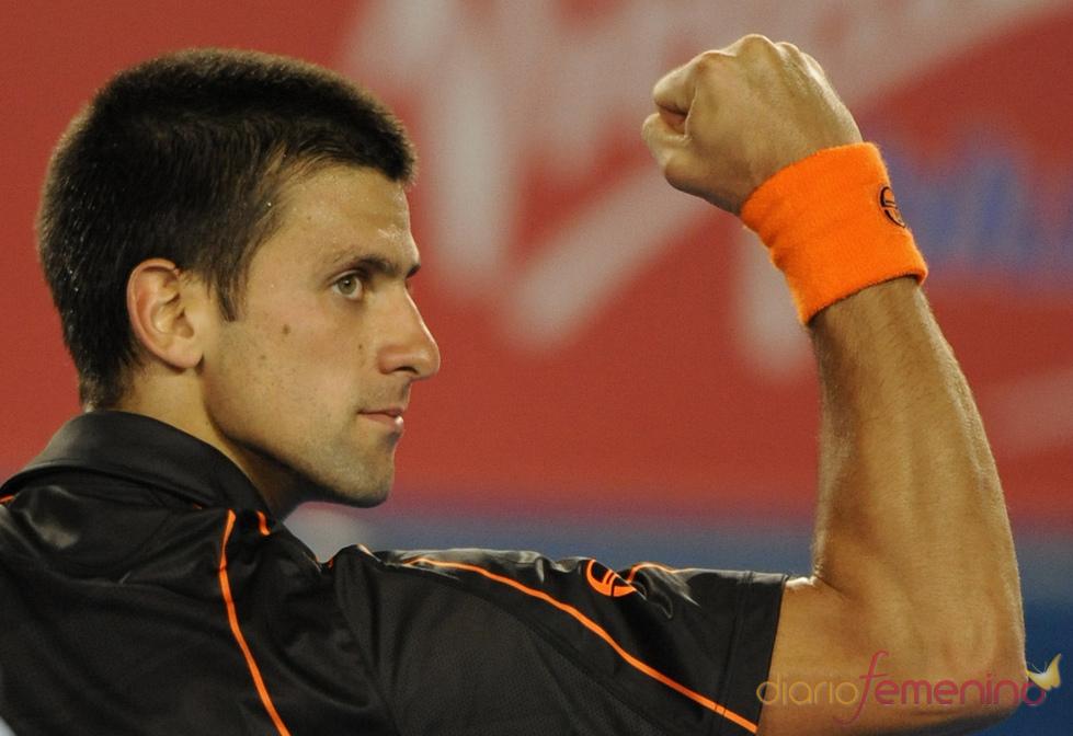 El tenista Novak Djokovic hace gala de su fuerza