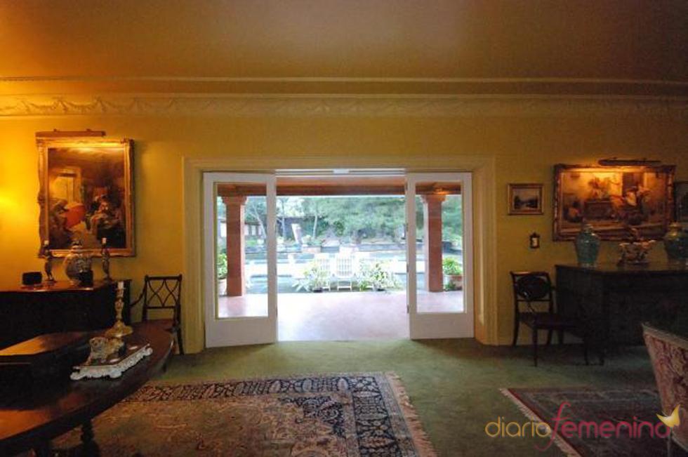 Acceso al jardín de la posible futura mansión de Fernando Alonso y Raquel del Rosario