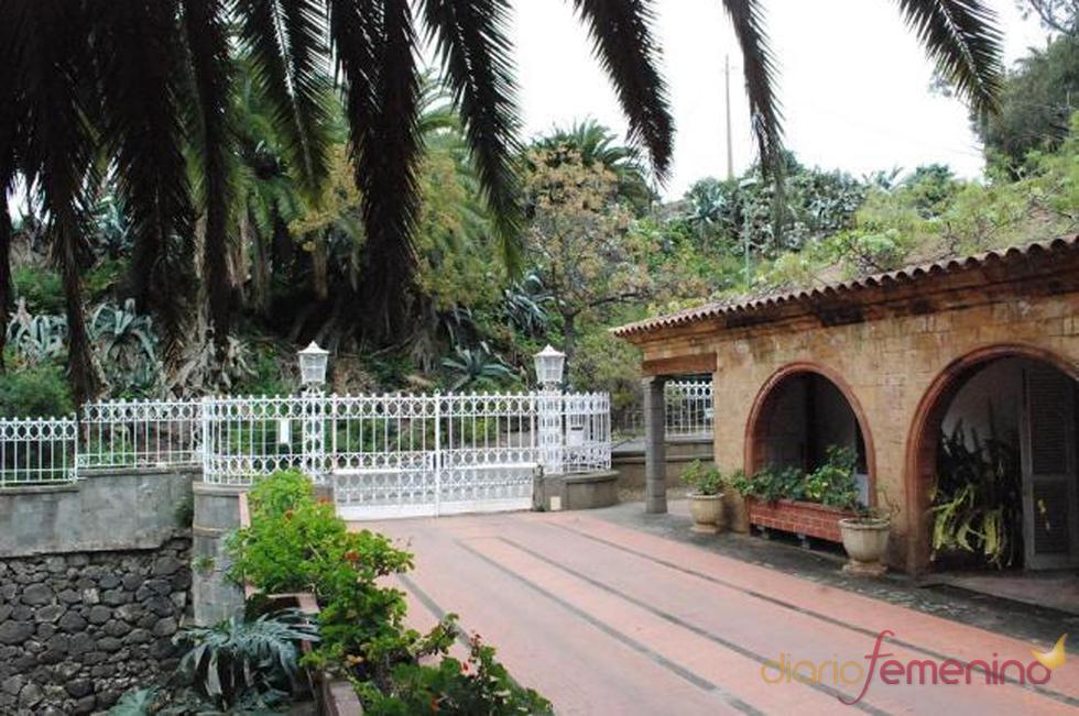 Entrada de la posible futura mansión de Fernando Alonso y Raquel del Rosario