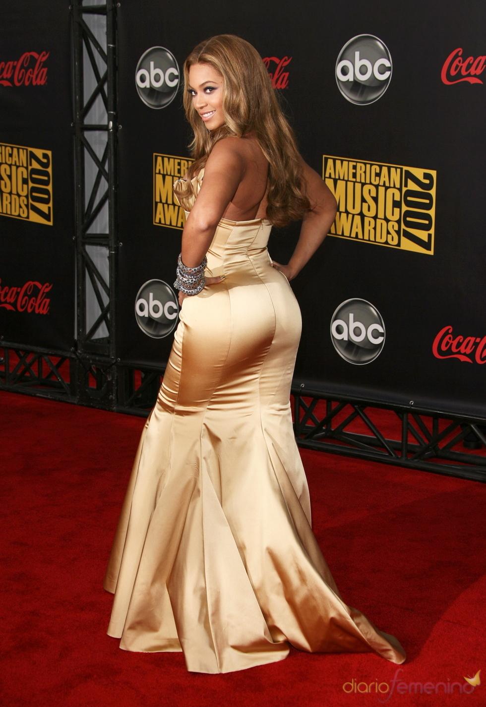 A Beyoncé no le importa mostrar sus curvas