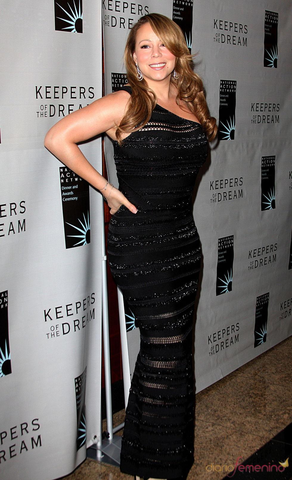 Mariah Carey embutida en su vestido, como de costumbre