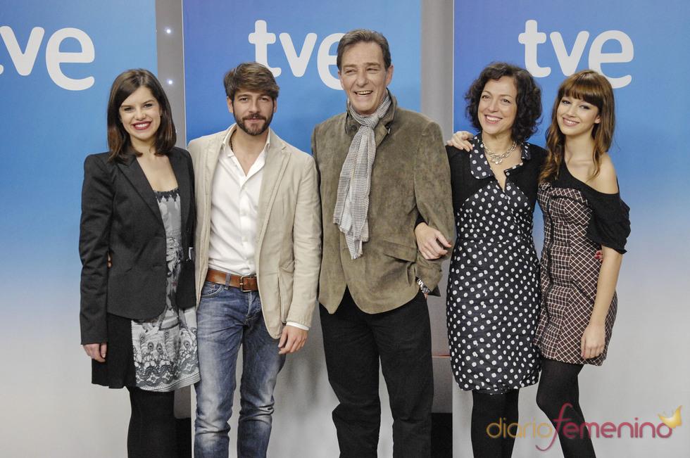 Mariona Ribas, Félix Gómez, Hector Colomé, Cristina de Inza y Úrsula Corberó. La república, TVE