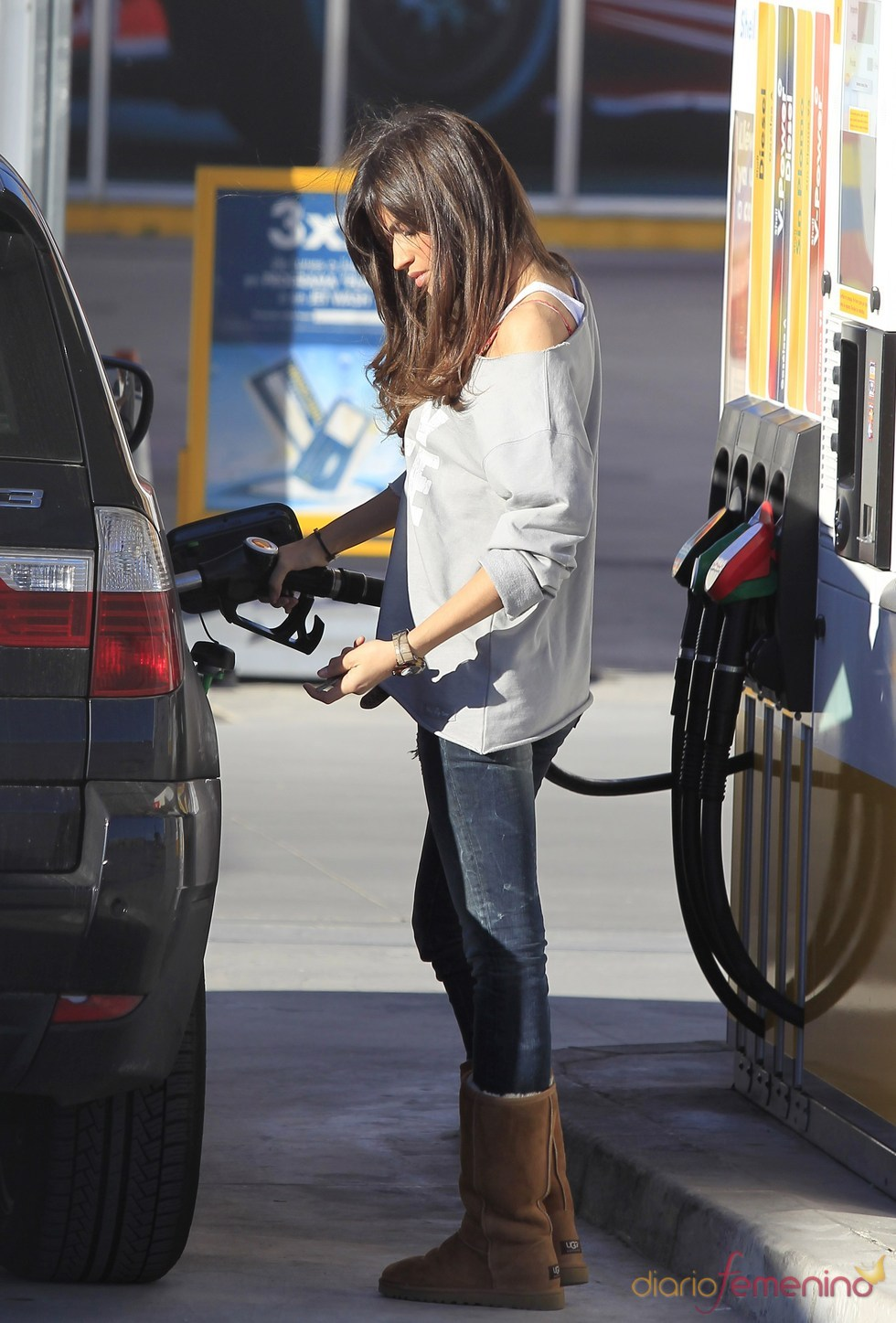 Sara Carbonero echa gasolina