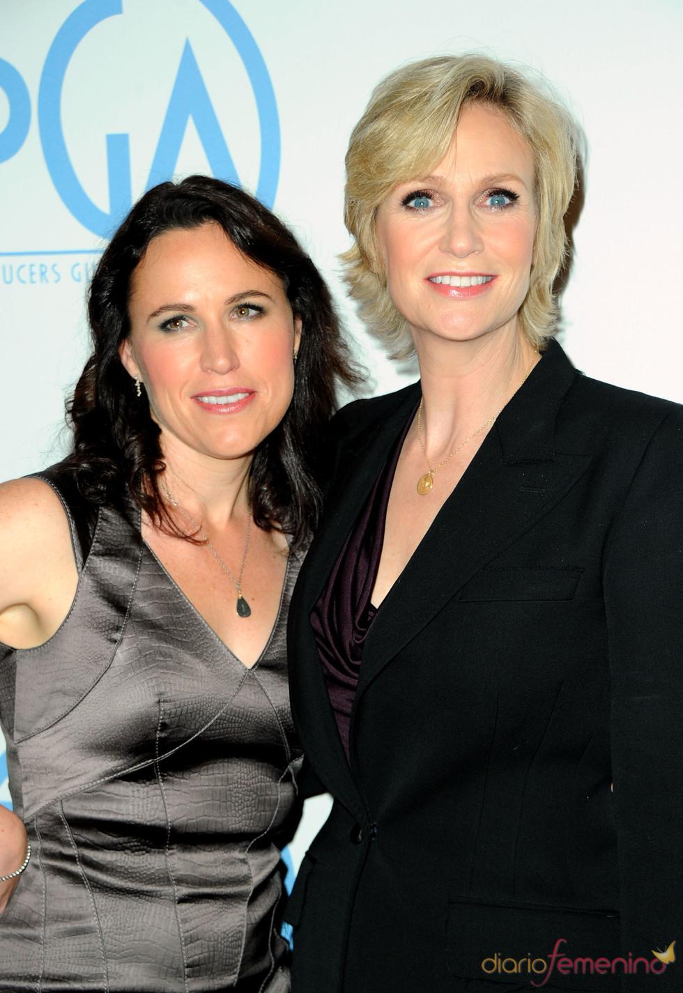 Jane Lynch y Lara Embry acudieron a los Annual Producers Guild Awards 2011