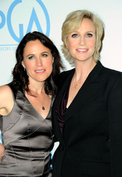 Jane Lynch y Lara Embry acudieron a los Annual Producers Guild Awards 2011