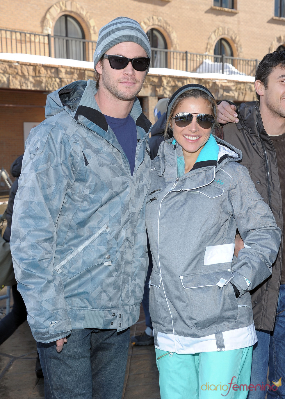 Elsa Pataky y Chris Hemsworth se relajan en la nieve