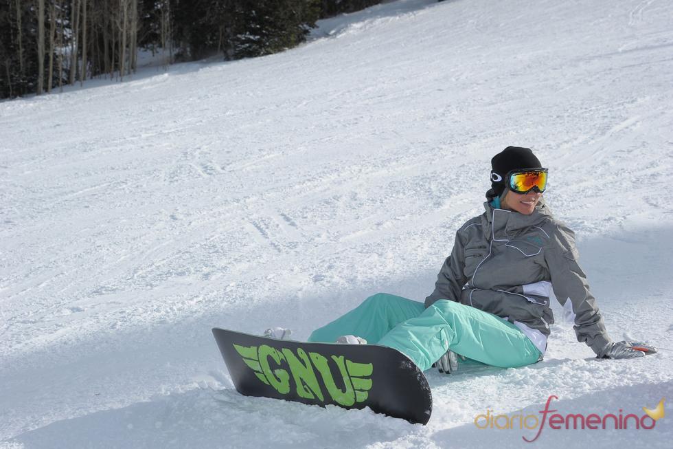 Elsa Pataky se cae haciendo snow