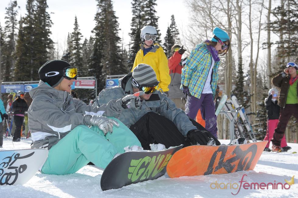 Elsa Pataky y Chris Hemsworth disfrutan de su amor en la nieve