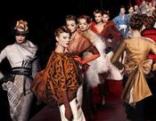 El desfile de John Galiano para Christian Dior en el Museo Rodin de París
