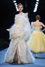 John Galiano presenta su colección primavera-verano 2011 para Christian Dior